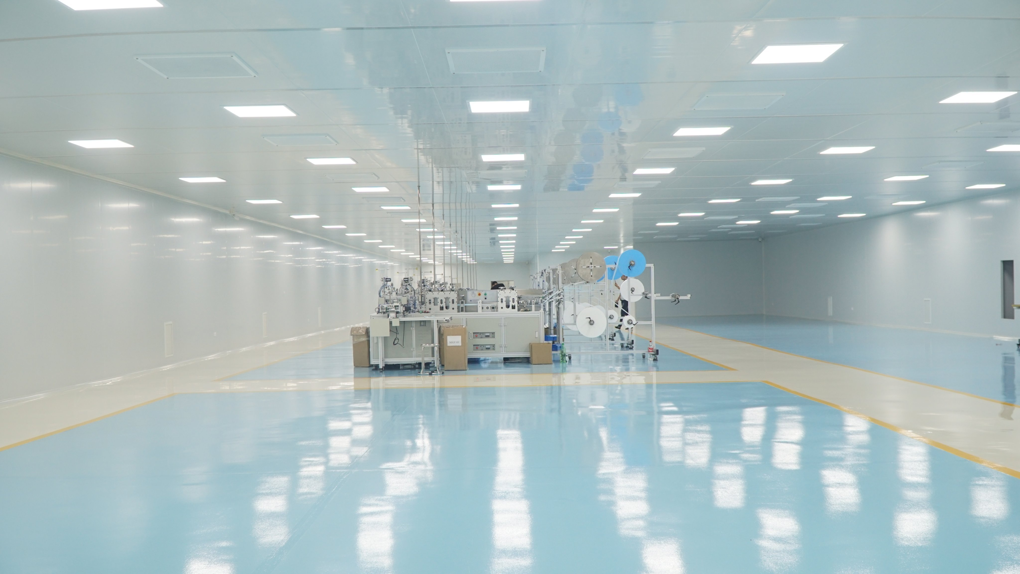 Tổng thầu Cơ điện và Phòng sạch Nhà máy sản xuất khẩu trang, trang phục bảo hộ Y tế
